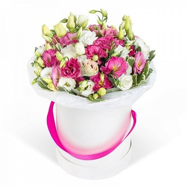 Цветы в коробке  с 15 эустомами «Любовные игры»