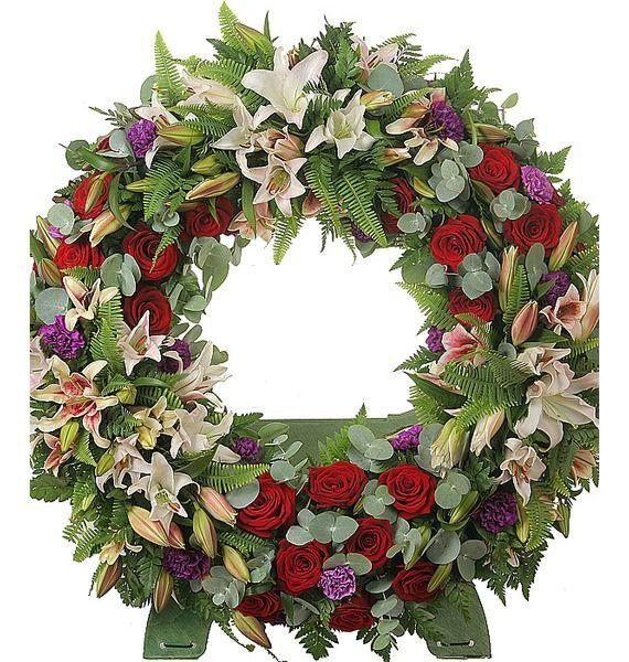 Цветочная композиция из лилий, гвоздик, роз Гран При и зелени «Траурный венок»