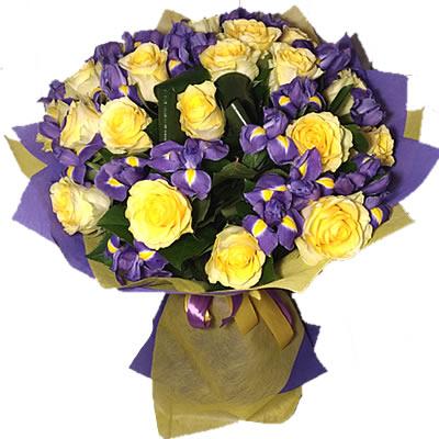 Букет из 22 ирисов и 21 жёлтой розы «Цветочная арабеска»