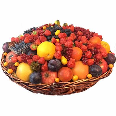 Подарочная корзина с фруктами и ягодами «Чудесный дар»