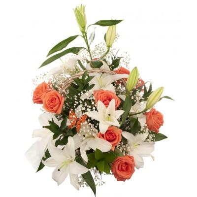 Букет из 3 лилий, 11 роз и 5 рускусов «Авантаж»