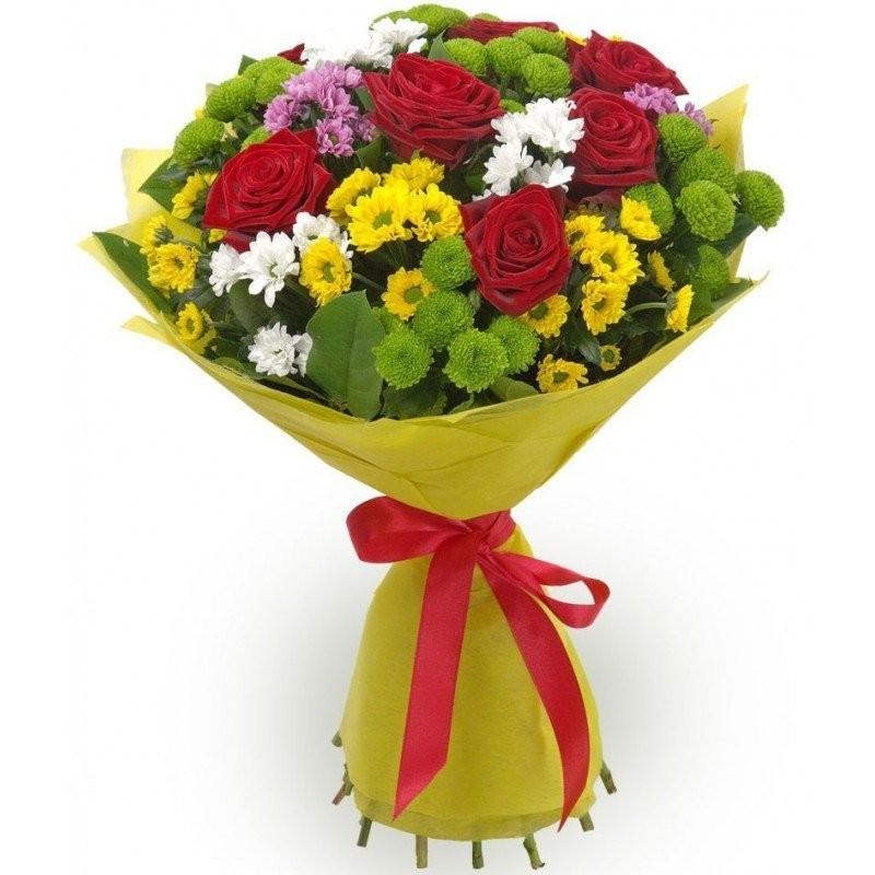 Букет из 7 красных роз Гран При и 10 кустовых хризантем «Мария Мирабела»