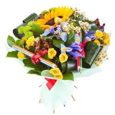 Букет из подсолнуха, ирисов, хризантем, роз и карандашей «Школьный вальс»