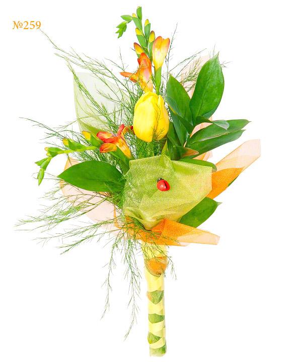 Букет невесты из 2 фрезий, тюльпана и зелени «Джало Санто»