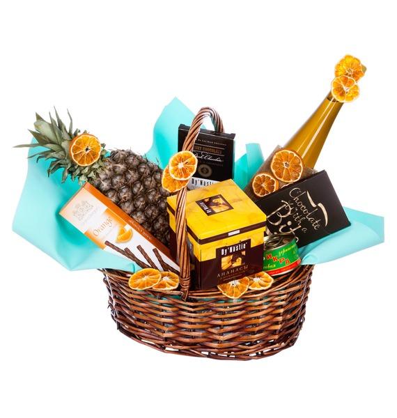 Подарочная корзина с красной икрой, сладостями и вином DANTE DI FIORENZA MAREMMA TOSCANA «Твой праздник»