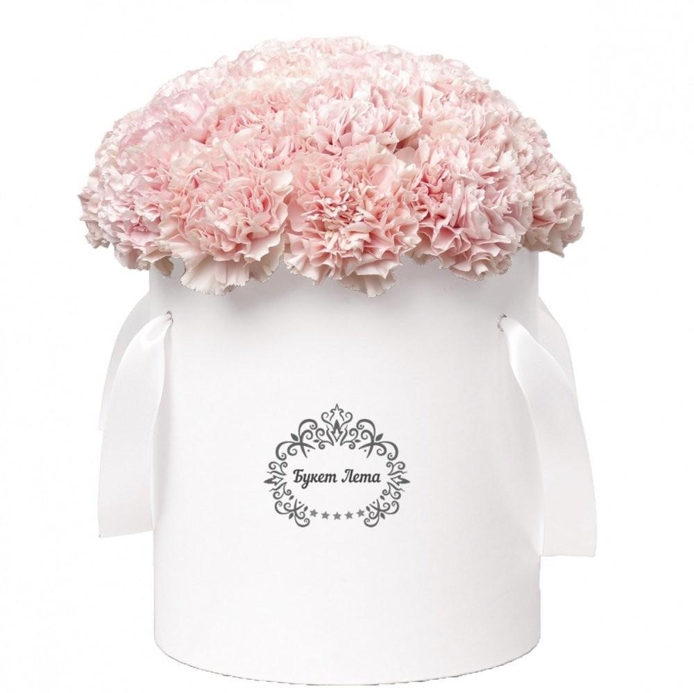 Цветы в шляпной коробке с 31 розовой гвоздикой «Муза Шекспира»