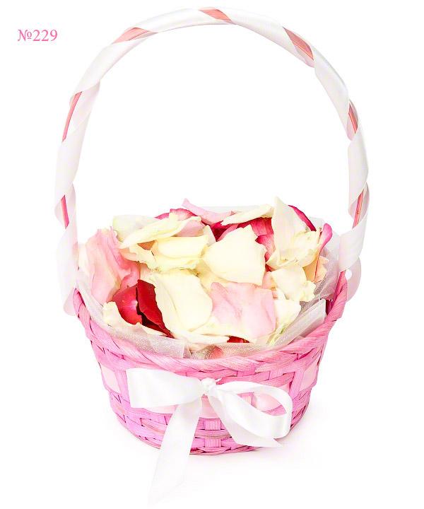 Корзина  с лепестками роз «Дорога к алтарю»