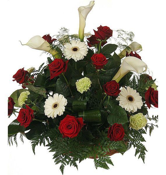 Корзина цветов с розами Гран При, каллами и ерберами  «Реквием»